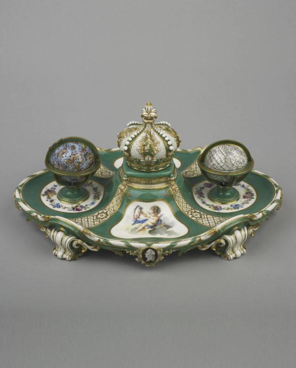 Sèvres porcelain inkstand (écritoire 'à globes'), 1758-9 with silver-gilt fittings. (© The Wallace Collection, London, Inv. no. C488)