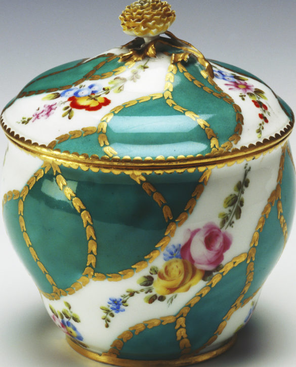 Vincennes sugar bowl or pot à sucre Hébert, part of a tray and tea service, 1755-6. (Royal Collection Trust/ © Her Majesty Queen Elizabeth II 2017, Inv. no. RCIN 39899)