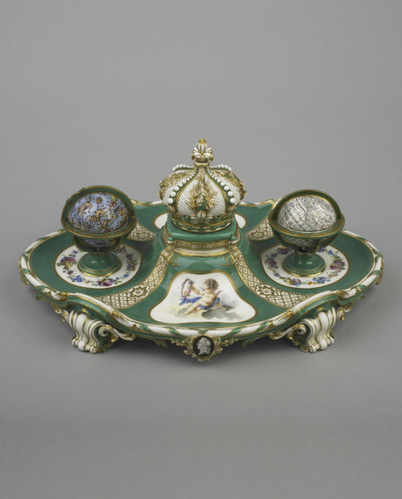 Sèvres porcelain inkstand (écritoire 'à globes'), 1758-9 with silver-gilt fittings. (© The Wallace Collection, London, Inv. no. C488)